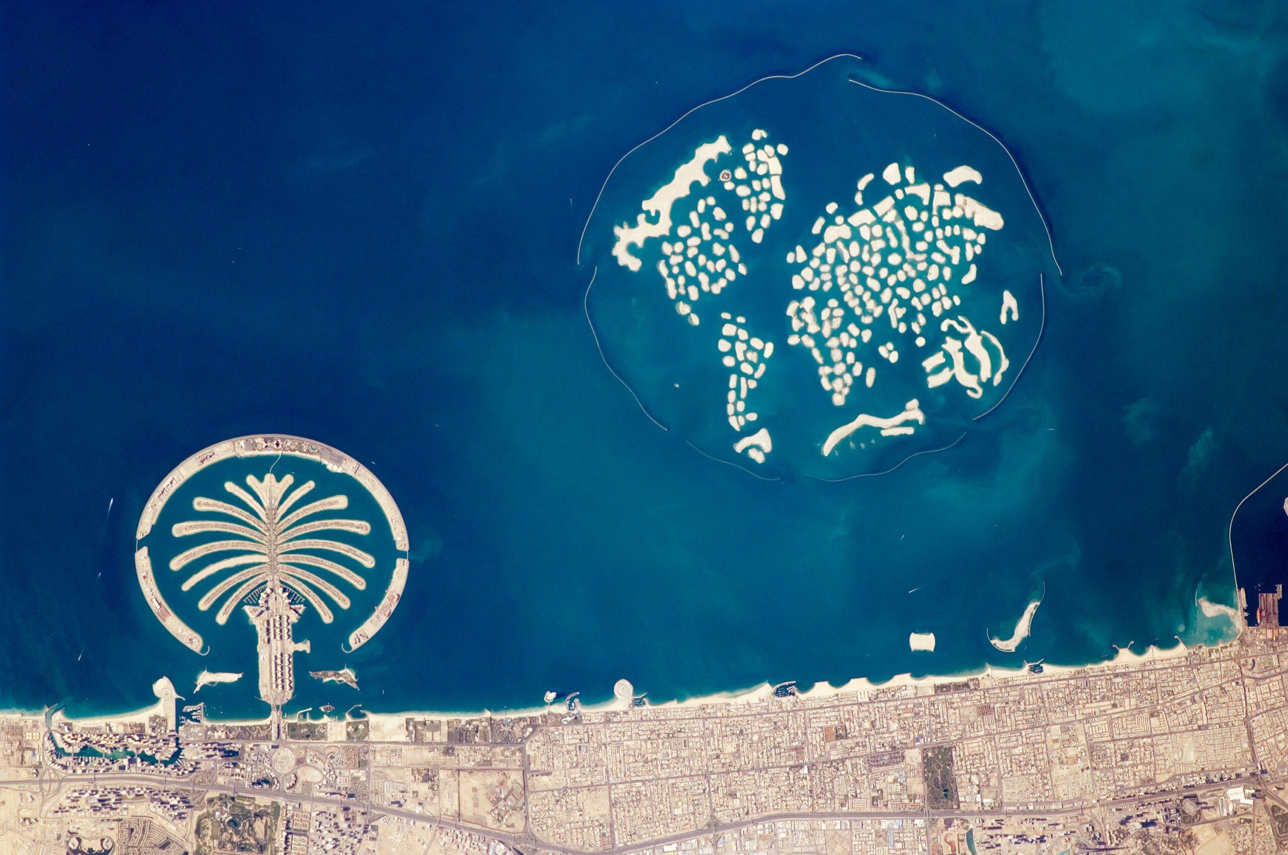 Dubai Tour 2016 artificial_archipelagos,_dubai,_united_arab_emirates_iss022-e-024940_lrg